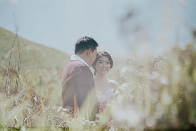The Prewedding of Edward and Tressy - Bromo by Lighthouse Photography - 007