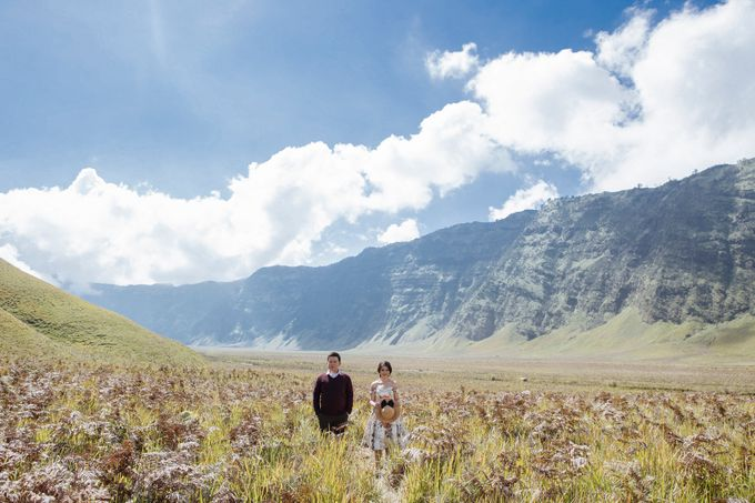 The Prewedding of Edward and Tressy - Bromo by Lighthouse Photography - 009