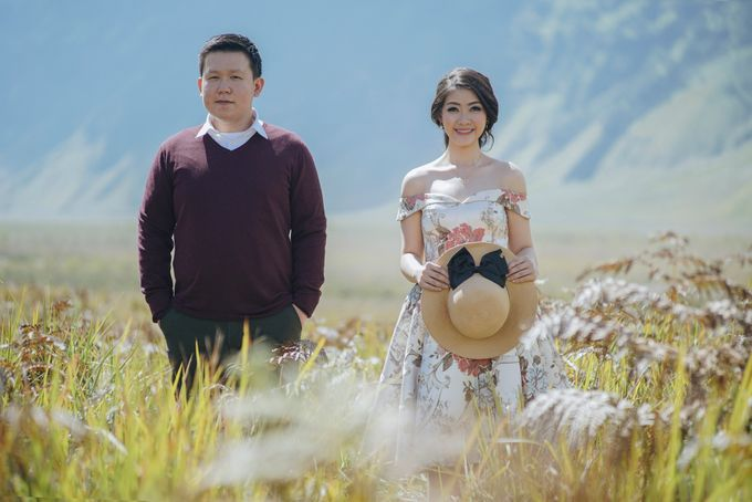 The Prewedding of Edward and Tressy - Bromo by Lighthouse Photography - 010