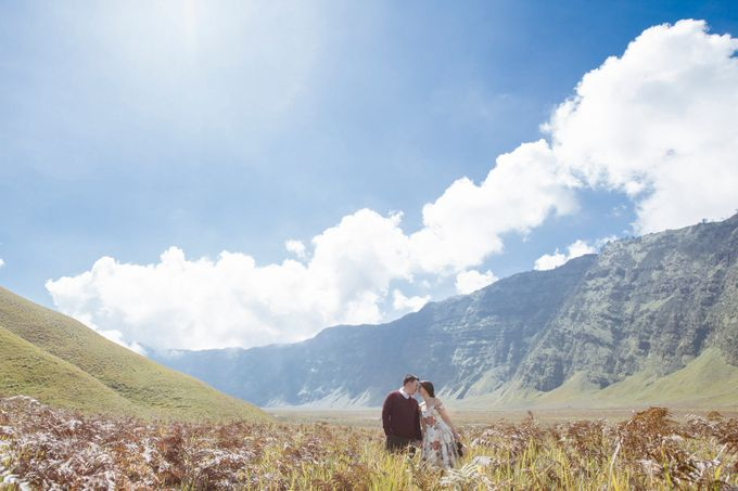 The Prewedding of Edward and Tressy - Bromo by Lighthouse Photography - 011