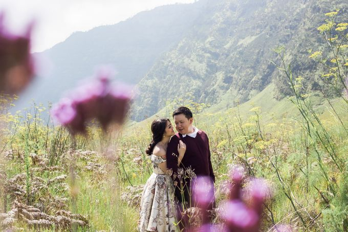 The Prewedding of Edward and Tressy - Bromo by Lighthouse Photography - 015