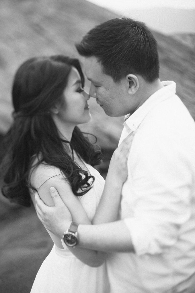 The Prewedding of Edward and Tressy - Bromo by Lighthouse Photography - 019