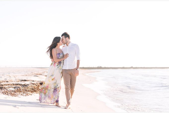 Engagement by the beach in Tuscany by PURE wedding photography - 007