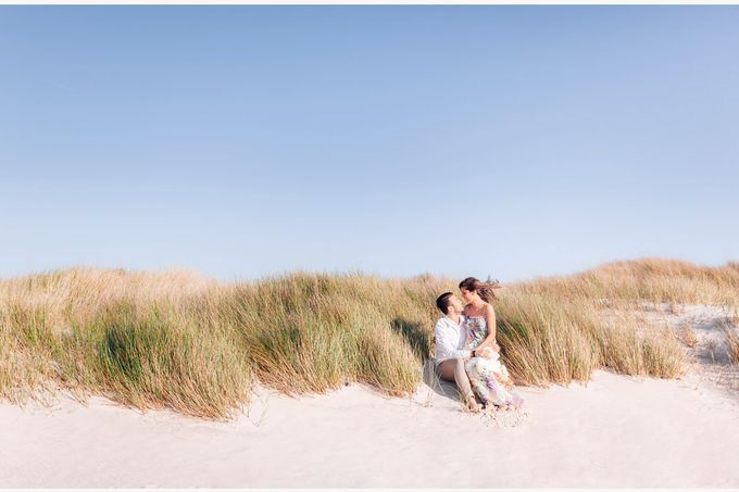 Engagement by the beach in Tuscany by PURE wedding photography - 008
