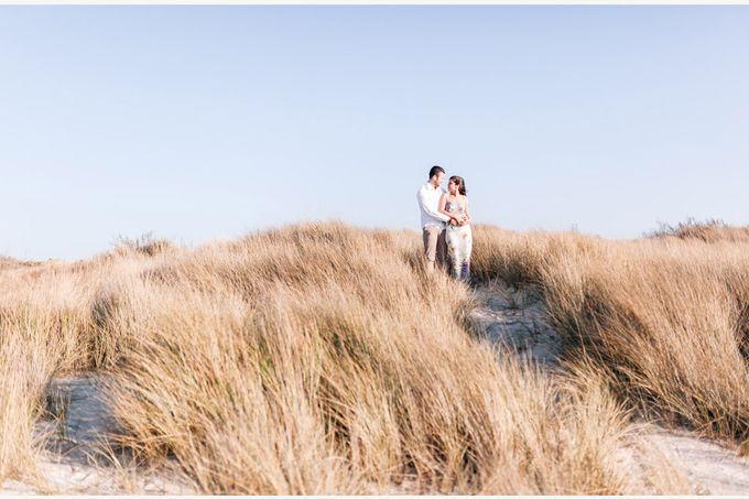 Engagement by the beach in Tuscany by PURE wedding photography - 010