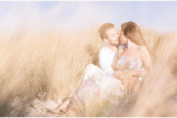 Engagement by the beach in Tuscany by PURE wedding photography - 011