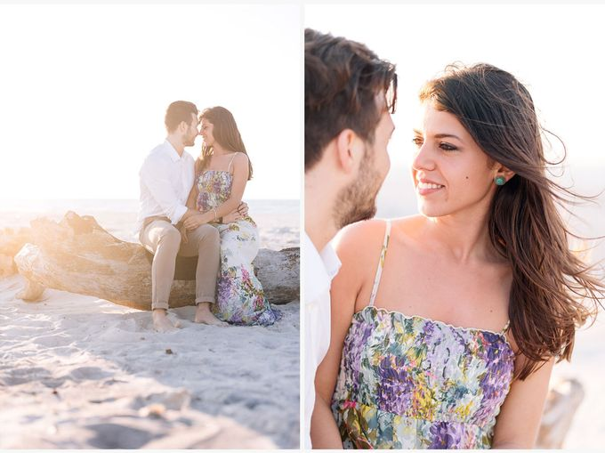 Engagement by the beach in Tuscany by PURE wedding photography - 017