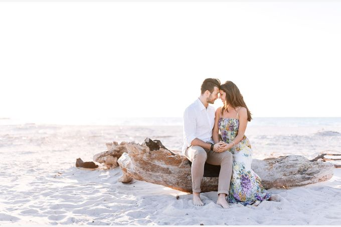 Engagement by the beach in Tuscany by PURE wedding photography - 018
