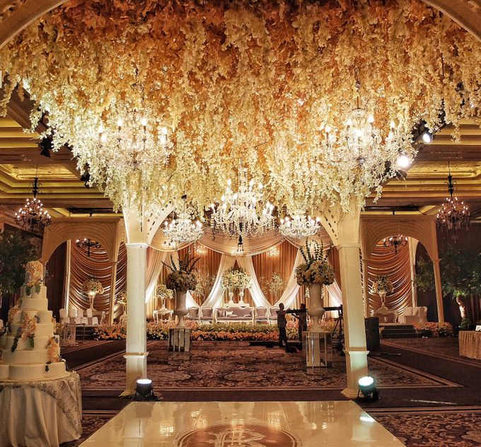 Wedding at Kempinski Grand Ballroom - Hotel Indonesia Kempinski Jakarta by Hotel Indonesia Kempinski Jakarta - 035
