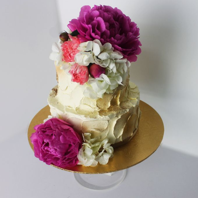 Buttercream Rustic with Fresh Floral by Carousel Moments - 008