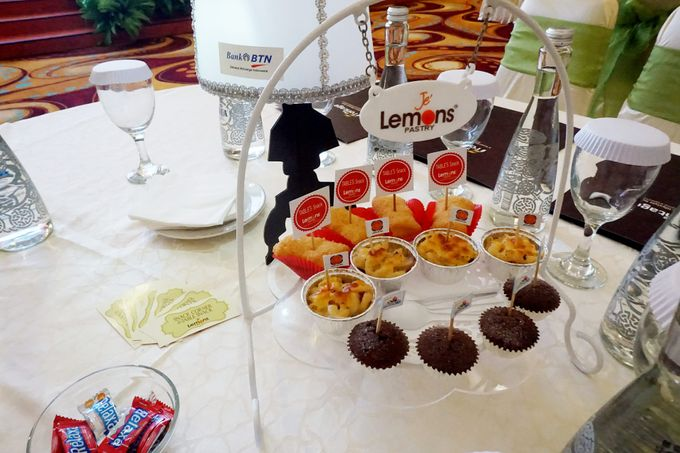 Add To Board Tables Snack For REI Gala Dinner By Jeu0027lemons Pastry   001