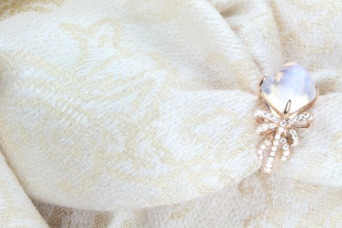 Moonstone Ribbon Ring by GIOIA FINE JEWELLERY - 004