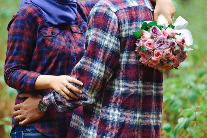 Gita - Luthfi Prewedding Outdoor by Alterlight Photography - 011