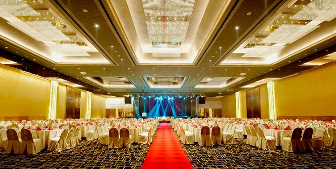 Wedding in ballroom by grand mercure medan angkasa bridestory add to board wedding in ballroom by grand mercure medan angkasa 001 junglespirit Image collections