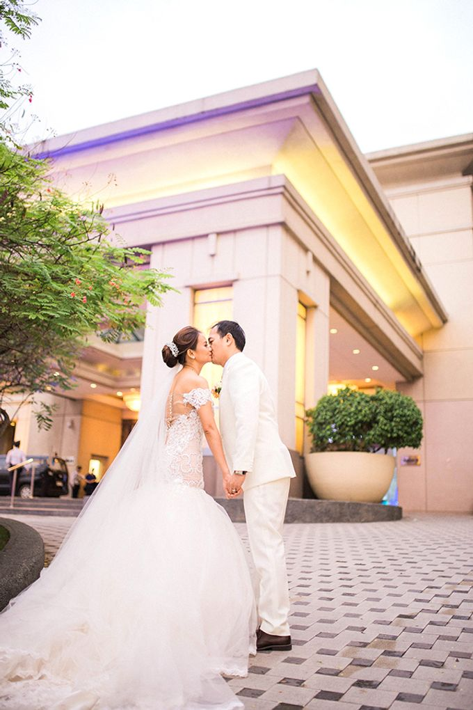 Radisson Blu Hotel Wedding by Lloyed Valenzuela Photography - 031
