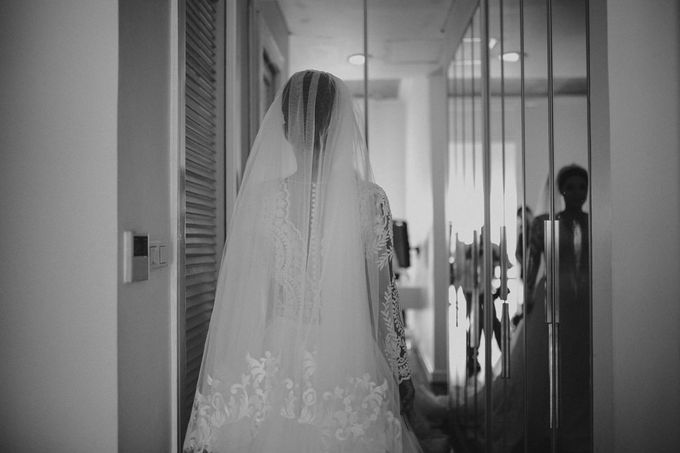 Cathedral Jakarta & The Edge Uluwatu | Duo City Wedding of Julia & Erick by ILUMINEN - 003