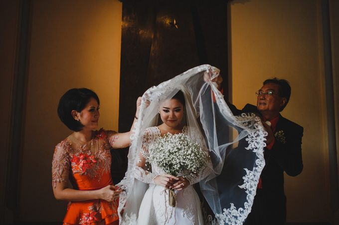 Cathedral Jakarta & The Edge Uluwatu | Duo City Wedding of Julia & Erick by ILUMINEN - 022