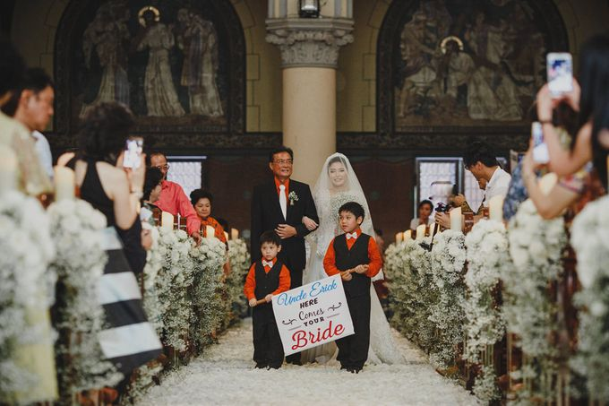Cathedral Jakarta & The Edge Uluwatu | Duo City Wedding of Julia & Erick by ILUMINEN - 024