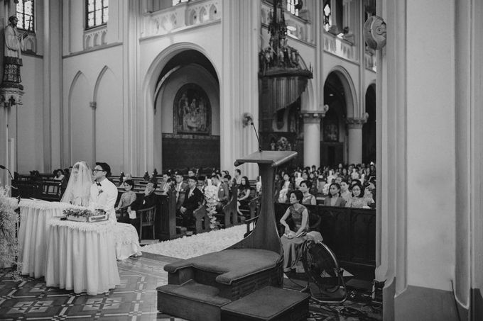 Cathedral Jakarta & The Edge Uluwatu | Duo City Wedding of Julia & Erick by ILUMINEN - 030