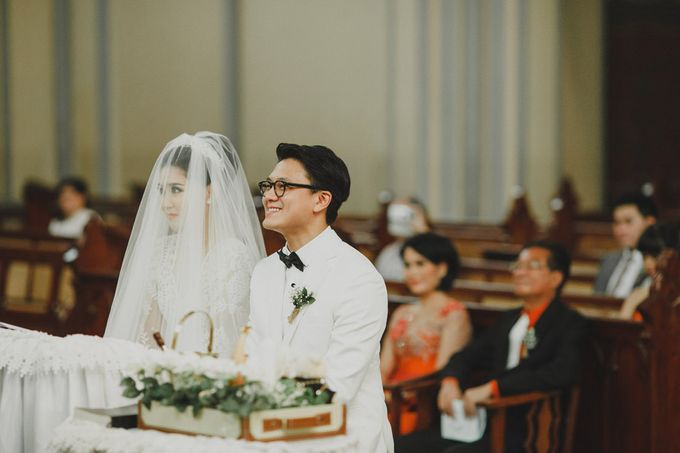 Cathedral Jakarta & The Edge Uluwatu | Duo City Wedding of Julia & Erick by ILUMINEN - 031