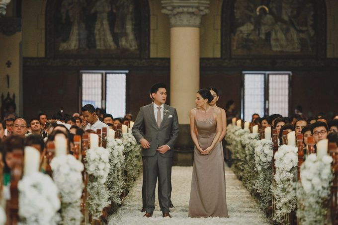 Cathedral Jakarta & The Edge Uluwatu | Duo City Wedding of Julia & Erick by ILUMINEN - 037