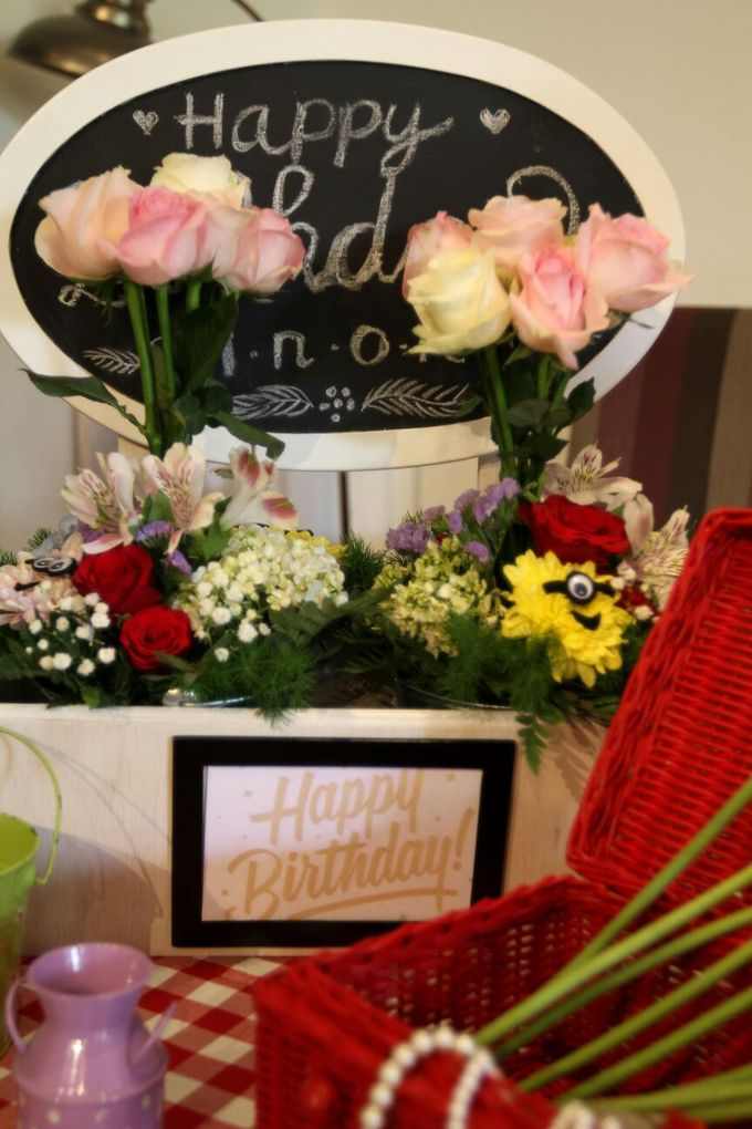 Birthday Table Arrangement by Flower Inc. - 003
