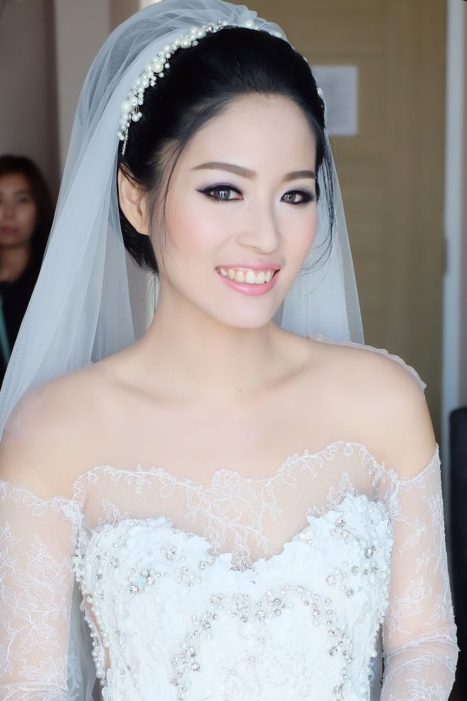 Bride with our Headpiece by Gazelle Brides - 001