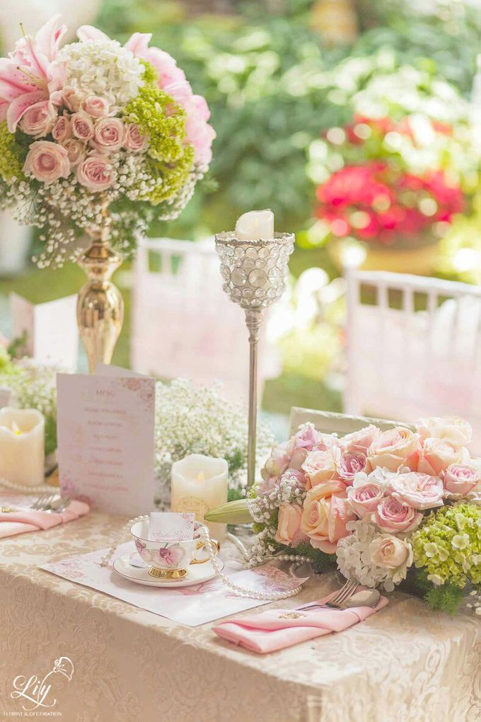 Chic and elegant table setting decoration by Lily Florist & Decoration - 003