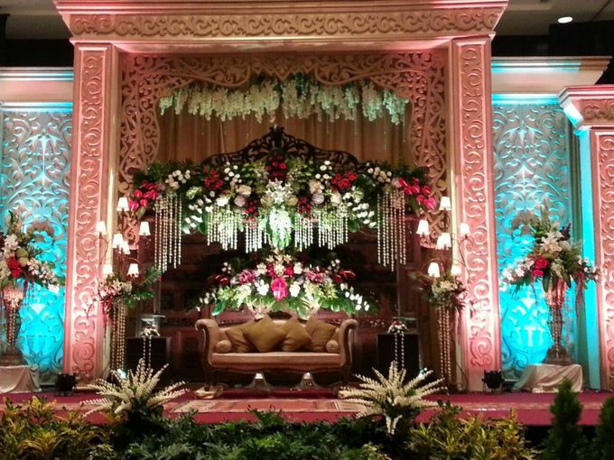 Traditional wedding by crowne plaza semarang bridestory add to board traditional wedding by crowne plaza semarang 001 junglespirit Image collections