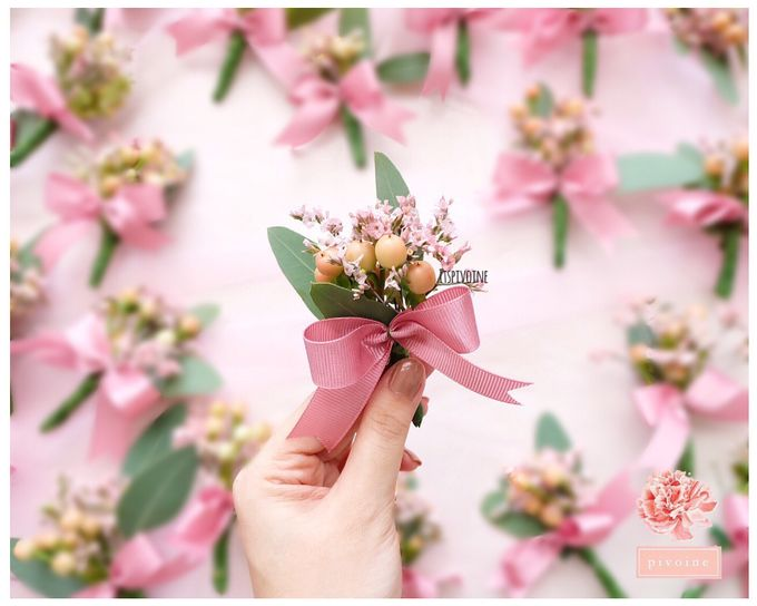 boutonniere by Pivoine Flower Shop - 007