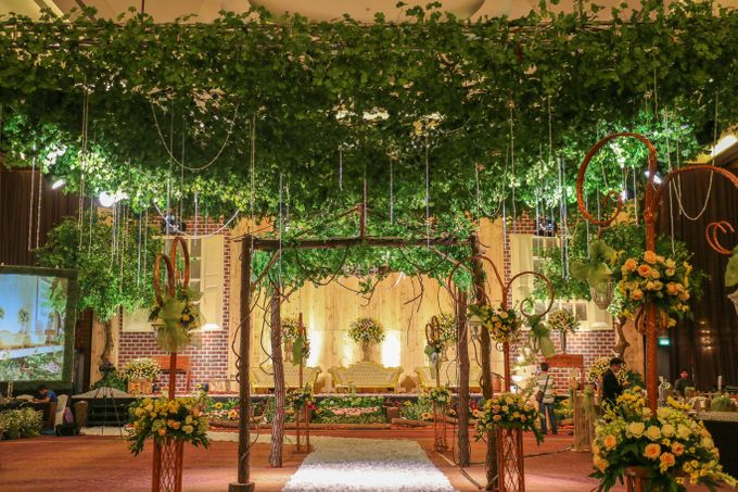 Rustic garden wedding pullman central park by delight jakarta add to board rustic garden wedding pullman central park by pullman jakarta central park 002 junglespirit Choice Image