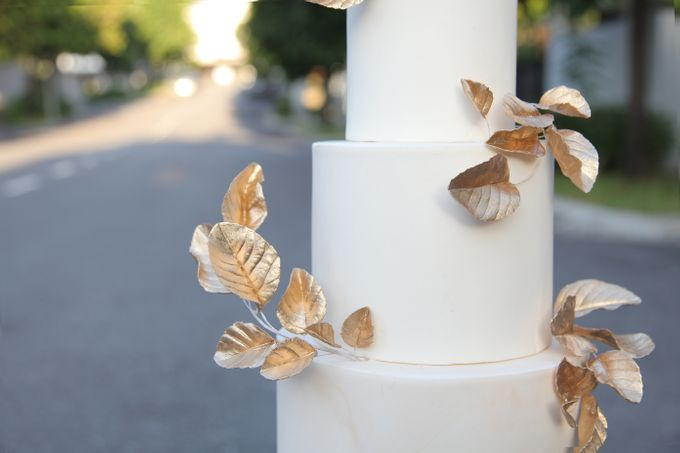 Gold Leaves by Winnie Cake Couture - 002