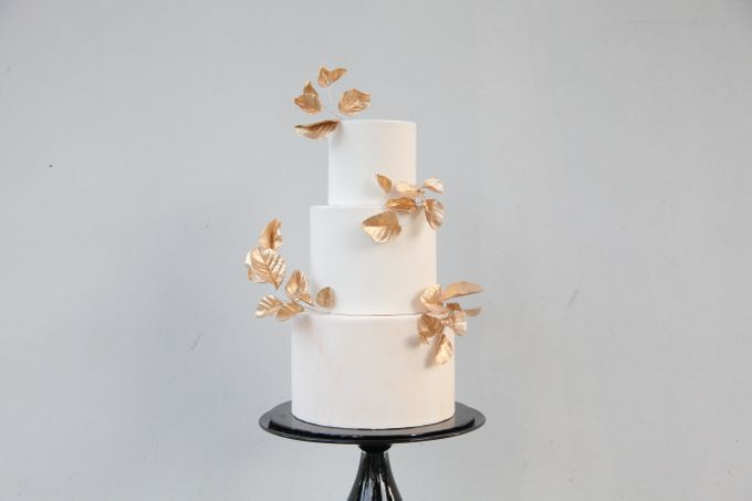 Gold Leaves by Winnie Cake Couture - 001