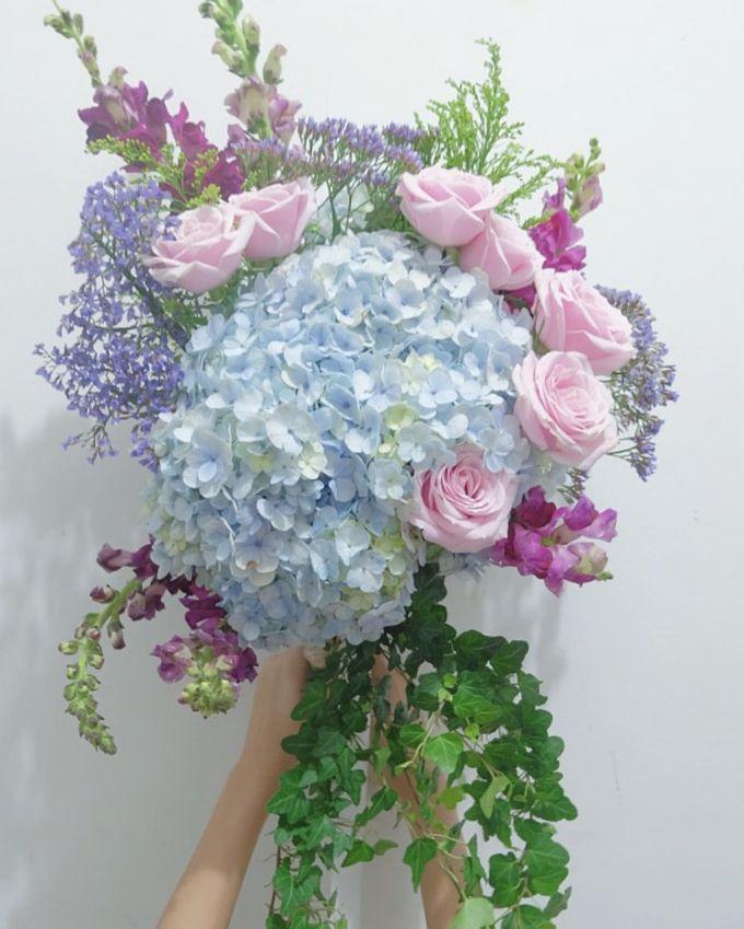 Bridal Bouquet Flowers by Benangsari Flower Studio - 006