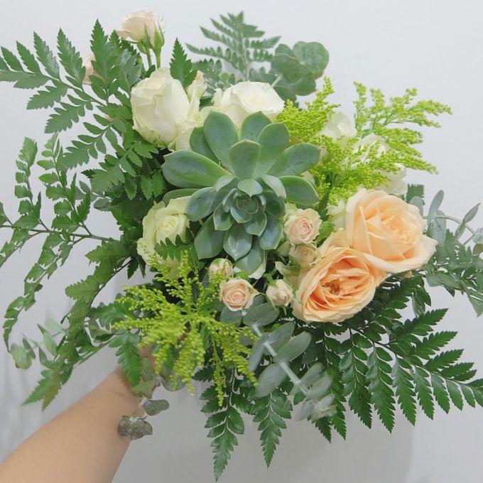 Bridal Bouquet Flowers by Benangsari Flower Studio - 007