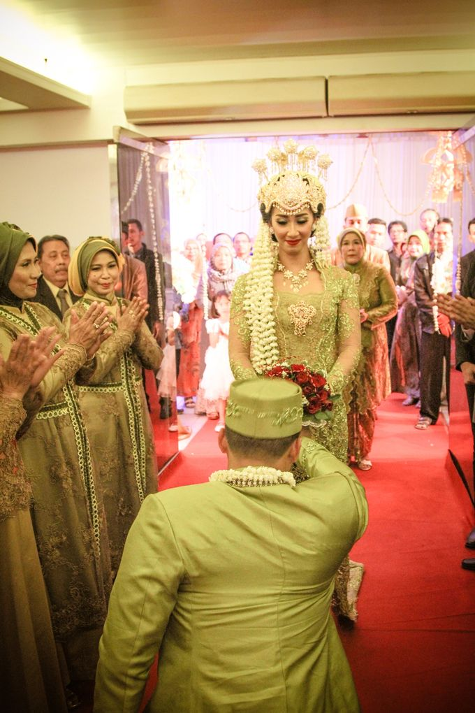 wedding kartika-adel by behind the scenes photography - 004
