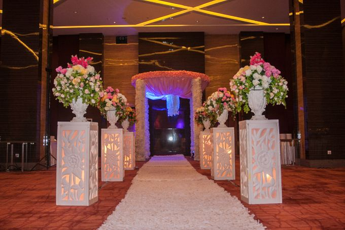 Modern-romantic wedding decoration by Menara Top Food Alam Sutera - 004