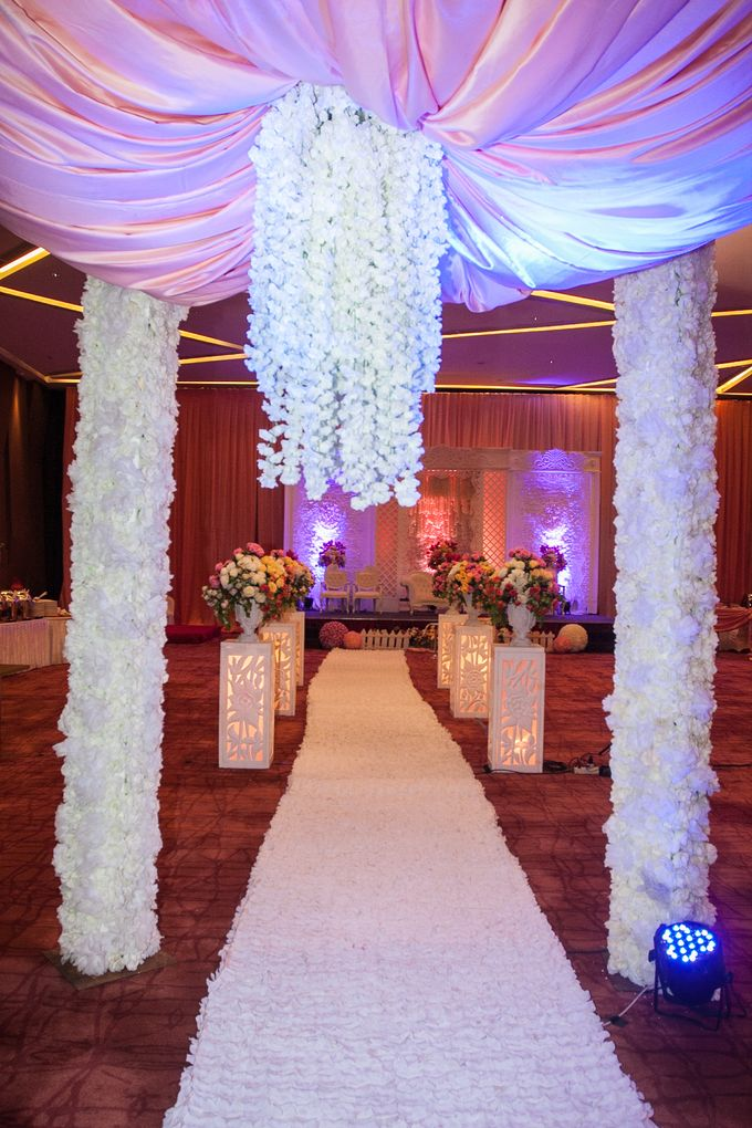 Modern-romantic wedding decoration by Menara Top Food Alam Sutera - 006