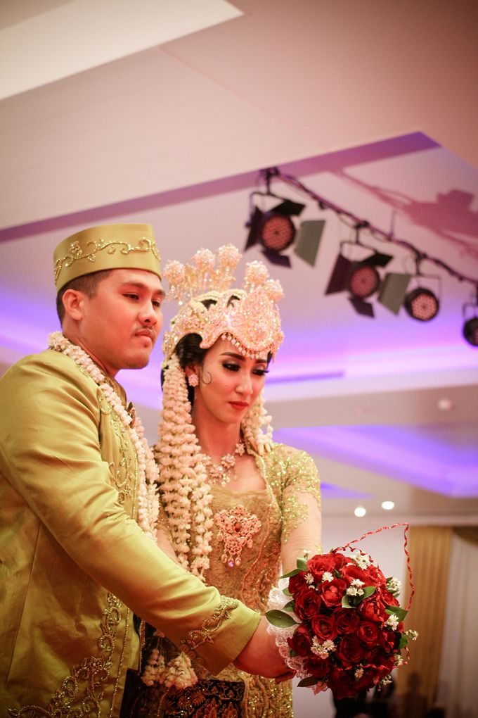 wedding kartika-adel by behind the scenes photography - 006