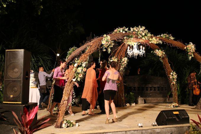 THE STAR BAND at TARA & MARSHEL Wedding by BALI LIVE ENTERTAINMENT - 010