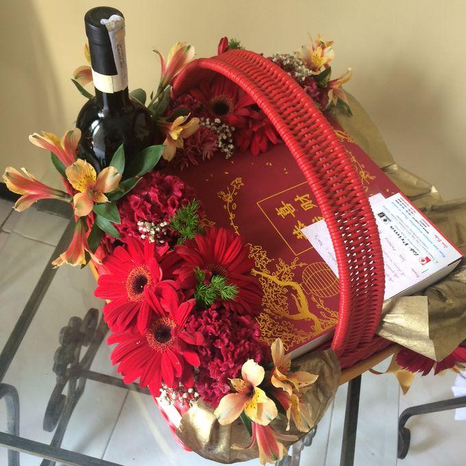 Flower Arrangement Basket & Hampers by Les Fleur Flower Design - 004