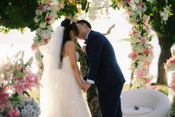 Elina & Erick / Balesin Wedding by Verse Studios - 041