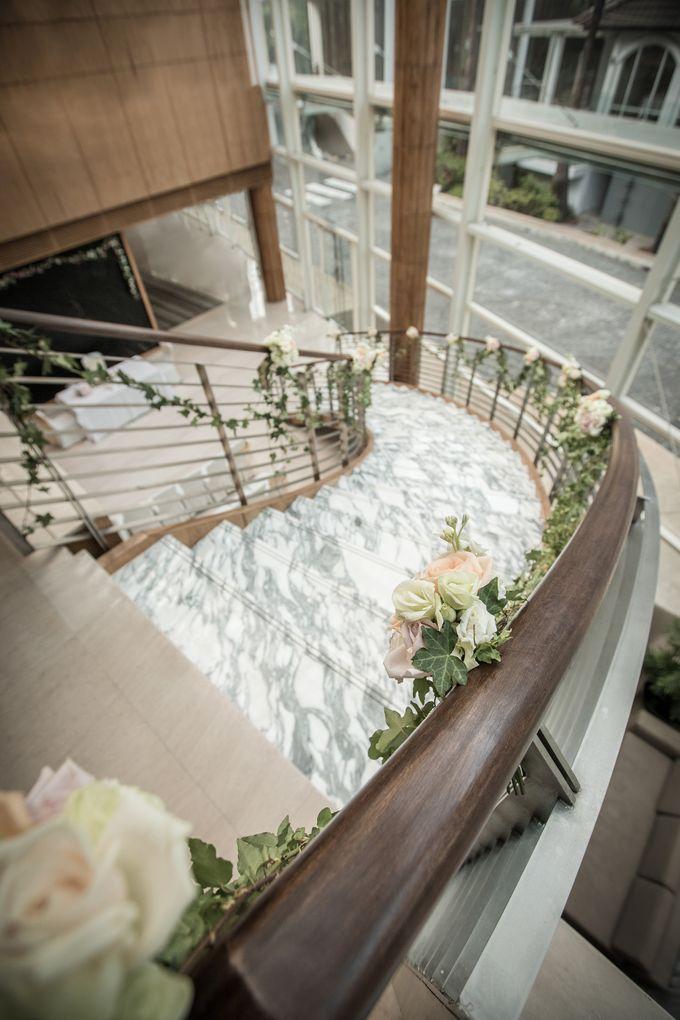 Spectacular Wedding Stairway by Amara Sanctuary Resort Sentosa - 002