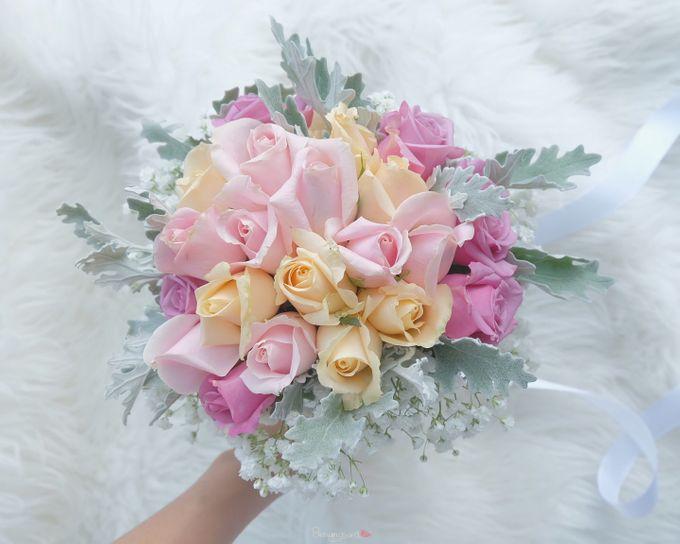 Bridal Bouquet Flowers by Benangsari Flower Studio - 009