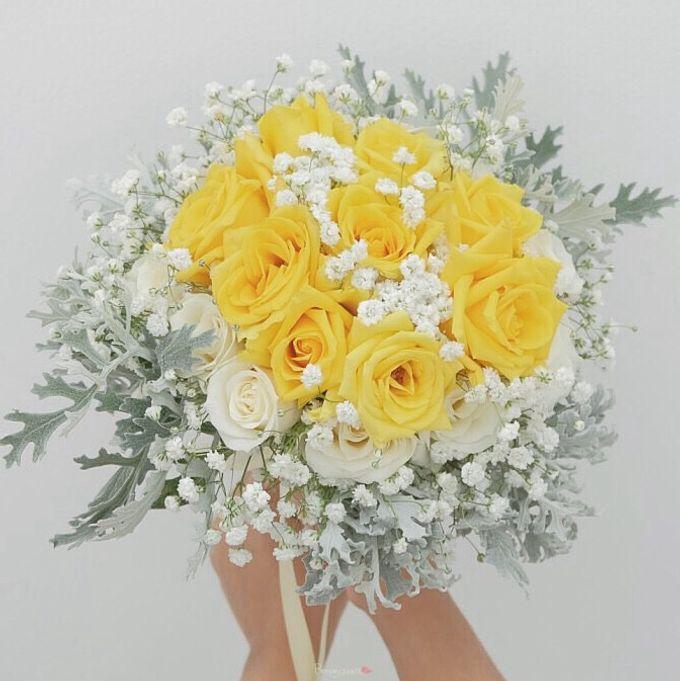 Bridal Bouquet Flowers by Benangsari Flower Studio - 010