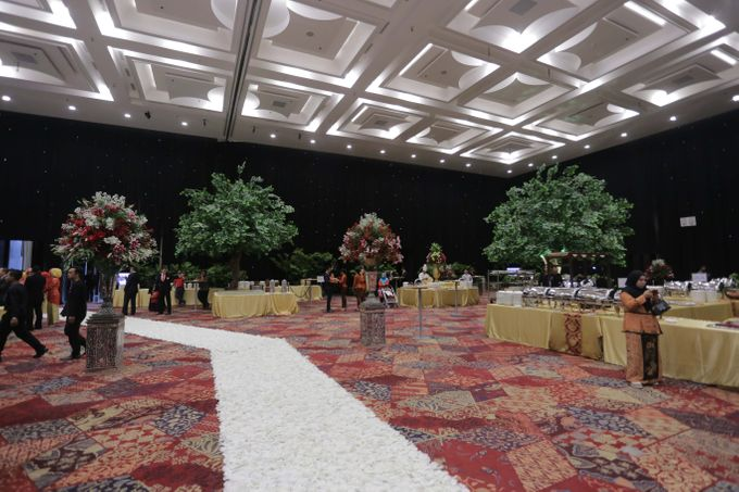 Lavish Wedding at Nusantara Hall - ICE BSD CITY by Indonesia Convention Exhibition (ICE) - 007