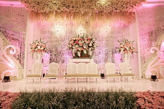 Wedding decorations by jw marriott hotel jakarta bridestory add to board wedding decorations by jw marriott hotel jakarta 001 junglespirit Image collections