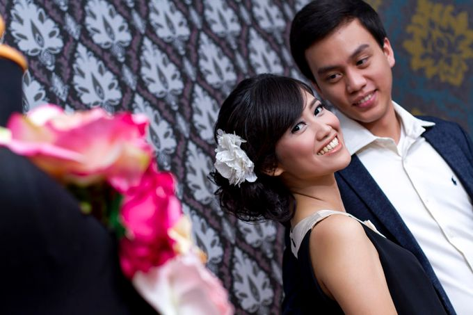 Prewedding Indoor by Lili Aini Photography - 005