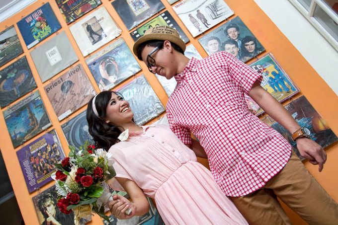 Prewedding Indoor by Lili Aini Photography - 007