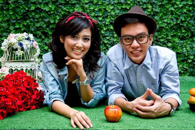 Prewedding Indoor by Lili Aini Photography - 002